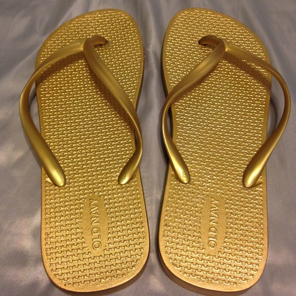 253b4af805e Old Navy metallic gold flip flop sandals size 8. M 5aaeb5a73b1608e2a3300226